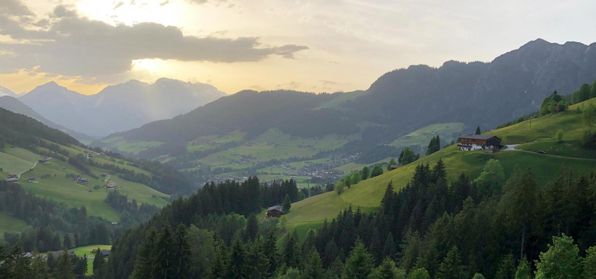 <br>Wanderparadies<br/><strong>Alpbach</strong>
